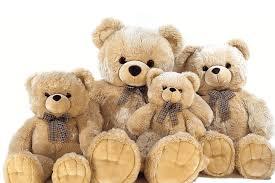 شستشوی عروسک ها برای جلوگیری از انتقال میکروب و بیماری به فرزندان